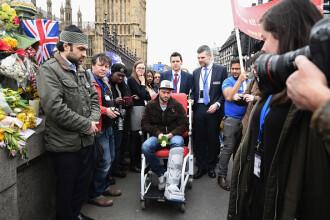 Romanul ranit in atacul de pe podul Westminster s-a intors la locul tragediei. Andrei a fost transportat in scaun cu rotile