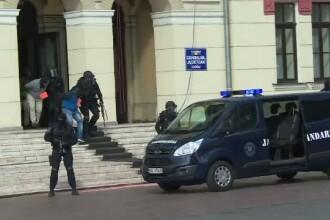 Un exercitiu al jandarmilor facut in Targu Jiu, in centrul orasului, a starnit uimirea trecatorilor. Demonstratia trupelor