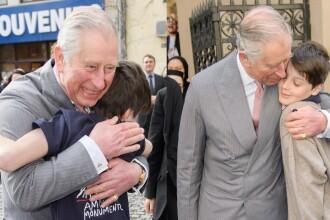 Daily Mail a confundat Bucurestiul: Printul Charles a incalcat protocolul regal si a imbratisat un copil in Budapesta