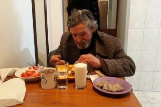 O tânără din Timișoara a întâlnit un sărman pe stradă și l-a luat acasă. Continuarea e emoționantă