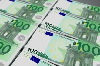 Euro se apropie de 4,77 lei. Au crescut și dolarul și francul elvețian