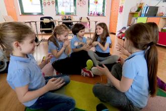 Noua generaţie de preşcolari riscă să devină adulţi instabili. Avertizările psihologilor