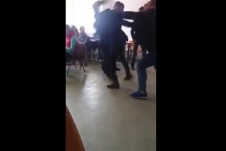 Elevă din Brăila lovită cu putere de un coleg, încât zboară prin aer câţiva metri