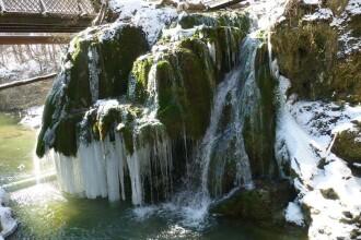 Spectacol al naturii în Banat. Imagini cu Cascada Bigăr înghețată