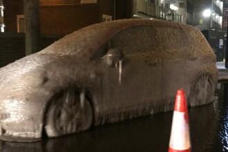 Ghinionul unui șofer care s-a trezit cu mașina înghețată bocnă. Reacția poliției