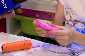 Piața jucăriilor, invadată de produse periculoase. Cât de nociv poate fi slime-ul