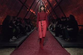 Odă adusă de casa Hermes eleganței pariziene, la Săptămâna Modei de la Paris