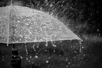 Avertizare de ploi și vânt puternic, până miercuri dimineața