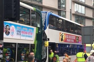 Coliziune violentă între două autobuze, în Manchester: 14 victime