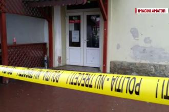 Doi tineri găsiți împușcați într-un bar din Arad. Criminaliștii spun că e o crimă pasională și sinucidere