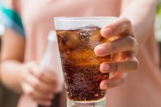 Coșmarul unui bărbat care a băut sucuri acidulate în fiecare zi. Ce a pățit