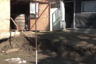 Familii evacuate după alunecările de teren din Boldeşti-Scăieni. Statul le va acorda ajutor financiar