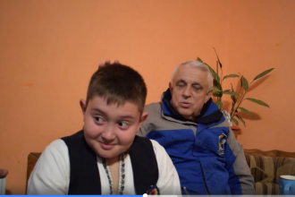 Un copil de 11 ani îi atrage atenția ministrului Daea asupra exprimării. VIDEO cu dialogul