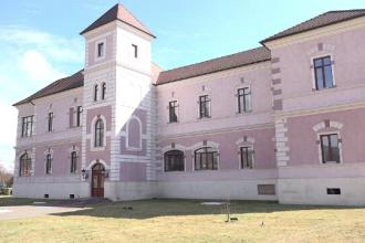 Povestea castelului Rhedey, care a fost recondiționat. A fost pierdut la cărți și incendiat
