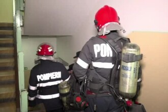 Explozie puternică, urmată de incendiu, într-un bloc din Brăila. Un bătrân a fost rănit