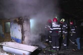 Pompier lovit de un bărbat căruia i s-a părut că nu stinge bine un incendiu