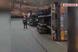 TIR răsturnat în Pasul Mesteacăn din Maramureş. Șoferul a pierdut controlul