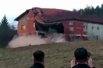 Alunecările de teren provocate de topirea zăpezii au distrus mai multe case într-un oraş din centrul Croaţiei