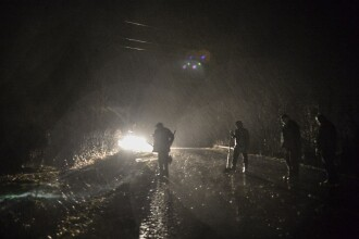 38 de localităţi din 14 judeţe sunt sub ape. Eforturi disperate în oraşul Făgăraş