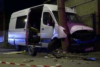 Accident pe o stradă din Cluj-Napoca. Un şofer a izbit un stâlp şi o ţeavă de gaze