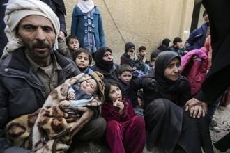 Imagini sfâșietoare. Mii de sirieni au fugit din enclava controlată de rebeli. VIDEO