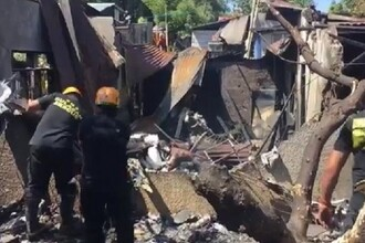Cel puţin zece morţi după ce un mic avion s-a prăbuşit pe o casă, în Filipine