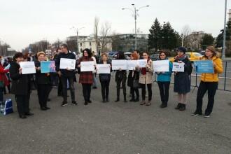 Protest la Guvern. Mai mulți biologi, chimişti şi biochimişti se plâng de salariile mici