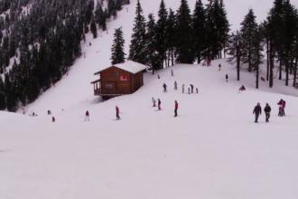 Pârtiile din Poiana Brașov, pline de turiști. Vreme perfectă pentru sporturile de iarnă