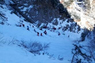 Turişti rămaşi blocaţi în Masivul Bucegi din cauza viscolului