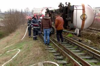 Pericol de explozie, după ce vagoanele unui marfar au deraiat și au sărit de pe șine