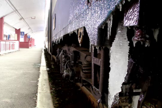 11 trenuri anulate din cauza vremii. CFR dă vina pe chiciura de pe liniile de tensiune