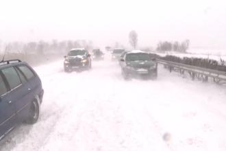Europa, afectată de iarna târzie. Zeci de șoferi, blocați pe șoselele invadate de zăpadă