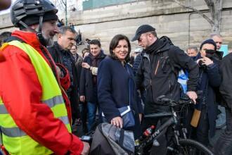 Locuitorii Parisului ar putea beneficia de transport public gratuit