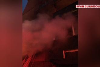O ţigară uitată aprinsă l-a băgat în spital. 11 persoane au fost evacuate din bloc