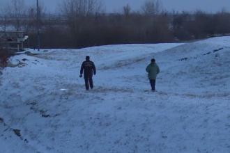 Moarte suspectă în Dâmbovița. Bătrân de 72 de ani, găsit înecat la marginea satului