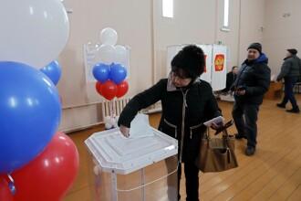 """Ruși care ar fi votat de 2 ori la prezidențiale, fotografiați de jurnaliști Reuters. """"Poate sunt gemeni"""""""