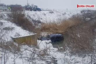 Patru femei rănite, după ce s-au răsturnat cu mașina într-un pârâu, în Dâmbovița