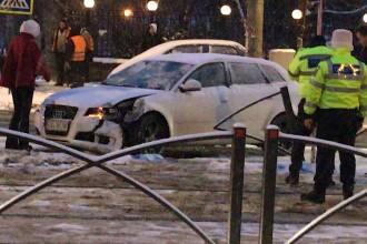 Accident grav pe Şoseaua Colentina. O şoferiţă a derapat şi a lovit 2 pietoni