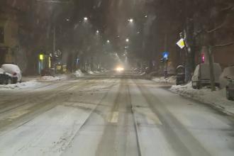 Șoferii se plâng că străzile secundare n-au fost deszăpezite. Cum se circulă în Capitală