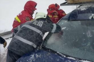 Incidente cauzate de viscol. 150 de persoane salvate după ce au rămas blocate în mașini