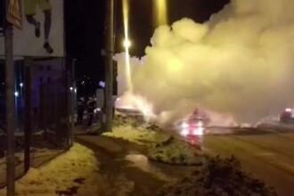 Un microbuz a luat foc în mers. Șoferul a văzut flăcări ieșind de sub scaun