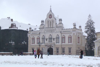 Vestul țării, îngropat sub zăpadă: copiii s-au bucurat, în timp ce șoferii s-au enervat