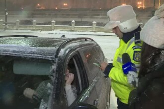 Drifturi pe zăpadă în Piața Constituției. Poliția i-a surprins în fapt