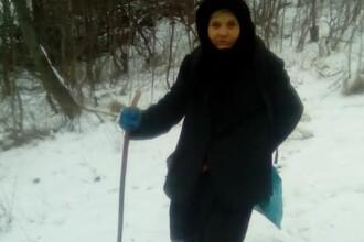 VIDEO Drumul parcurs zilnic de o bătrânică din munţii Vrancei pentru a-şi hrăni vaca de pe urma căreia se întreţine