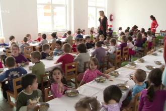 Învățământ obligatoriu de 15 ani. Copiii și-ar putea începe educația la 4 ani