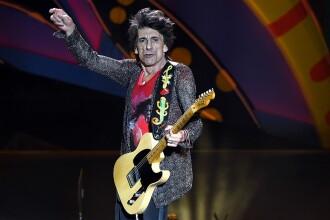 Ronnie Wood, chitaristul trupei The Rolling Stones, a anunțat că s-a vindecat de cancer