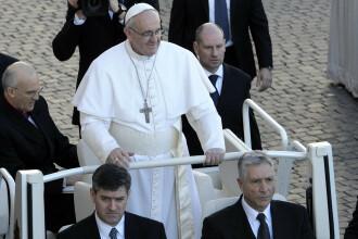 """Papa Francisc: """"Să ne fie rușine că lăsăm tinerilor o lume divizată de neînțelegeri și războaie"""""""
