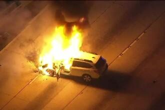 Descoperire șocantă făcută de pompieri într-o mașină care ardea