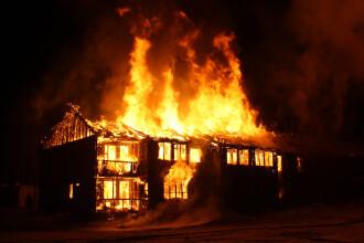 """5 persoane acuzate de vrăjitorie, arse de vii de vecini. """"I-au închis în casă și au dat foc"""""""