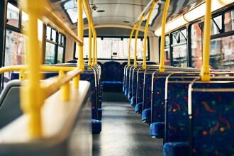 Un călător a căzut dintr-un autobuz aflat în mers, în Brăila
